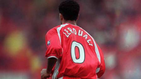 Gara-gara ada kata 'zero' (nol) di namanya, fans Aberdeen lantas meminta Hicham Zerouali untuk mengenakan nomor 0. Sang pemain baru mengiyakan. Nomor itu kemudian dipensiunkan ketika pemain asal Maroko itu meninggal dunia akibat kecelakaan mobil pada 2004.