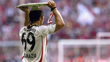 Bixente Lizarazu termasyur karena pilihannya menggunakan nomor punggung 69 di berbagai klub termasuk Bayern Munchen. Dia beralasan angka itu merepresentasikan tahun kelahiran, tinggi badan 169 cm, dan berat badannya kala itu yang mencapai 69 kg.