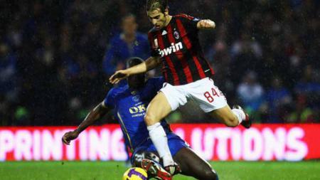 Mantan pemain AC Milan, Mathieu Flamini membuka kemungkinan bergabung tim Serie B, Brescia dengan status bebas transfer. - INDOSPORT