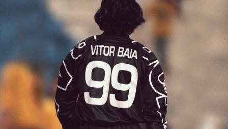 Vitor Baia menjadi pemain pertama yang dengan nyentrik mengenakan nomor punggung 99 saat memperkuat FC Porto. Jejaknya kemudian diikuti Ronaldo di AC Milan.