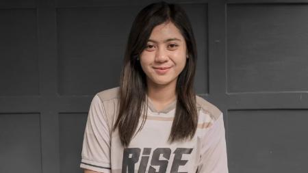 Salah satu mantan pemain Persebaya Surabaya Putri, Nabila Ghassani mengaku tetap beraktivitas olahraga seperti biasa di tengah pandemi virus corona. - INDOSPORT