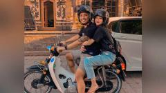 Indosport - I Gede Sukadana dan Komang Gita dikenal sebagai pasangan harmonis yang kerap tampil mesra.
