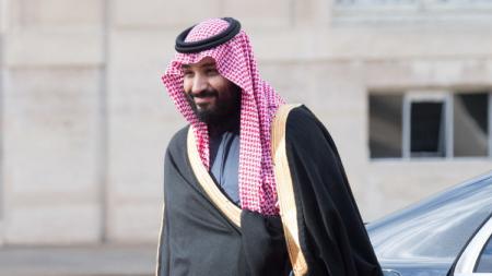Pangeran Mohammed bin Salman bin Abdulaziz al-Saud menjadi pemilik klub terkaya di Liga Inggris saat ini setela berhasil mengakuisi Newcastle United dari tangan Mike Ashley. - INDOSPORT