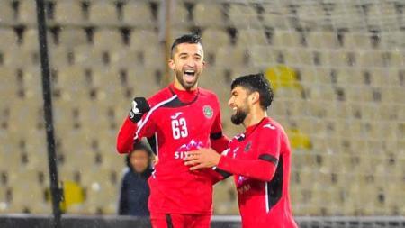 Manuchekhr Dzhalilov tampil menggila dalam membawa klub asal Tajikistan kokoh tak terkalahkan (unbeaten) FC Istiqlol usai dilepas Persebaya Surabaya. - INDOSPORT