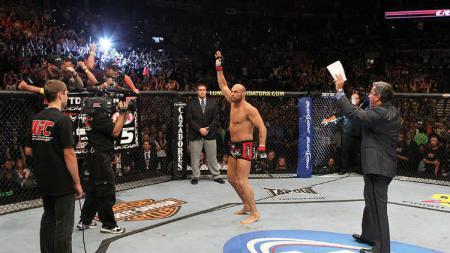 Petaurng UFC, Randy Couture, yang juga seorang mantan anggota Angkatan Darat Amerika Serikat (AS) berpangkat sersan - INDOSPORT