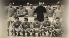 Indosport - Sukiman (jongkok kedua sebelah kanan) saat bersama skuat PSMS Medan tahun 1967 silam.