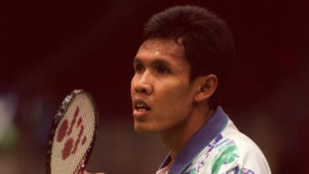 Terdapat 2 mantan pemain bulutangkis tunggal putra Indonesia yang pernah kalahkan Presiden BWF (2017-21) Poul-Erik Hoyer Larsen di laga final. - INDOSPORT
