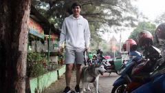 Indosport - Striker Persita Tangerang, Chandra Waskito memilih menghabiskan waktu libur Liga 1 2020 di kampung halamannya di Solo, Jawa Tengah.