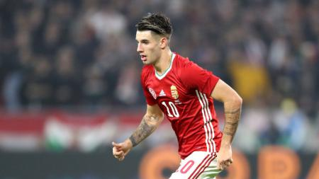 Raksasa sepak bola Serie A Liga Italia, AC Milan, dikabarkan siap mendepak satu pemain ini untuk mendapatkan wonderkid Red Bull Salzburg, Dominik Szoboszlai. - INDOSPORT