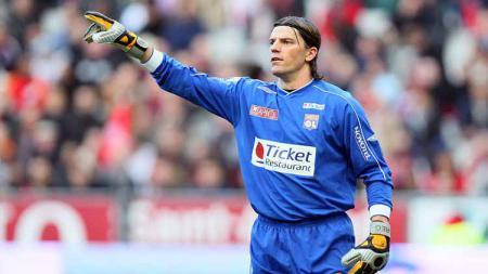 Gregory Coupet pernah melakukan aksi brilian di ajang Liga Champions saat membela Olympique Lyon. - INDOSPORT