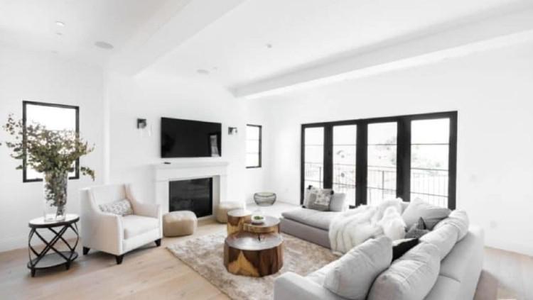 Ruang tamu Serena Williams yang juga didominasi warna putih. Copyright: Trulia