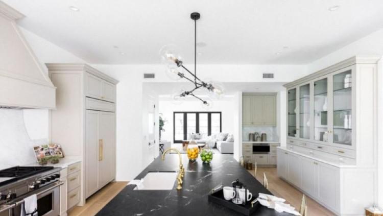 Dapur di kediaman Serena Williams yang luas. Copyright: Trulia