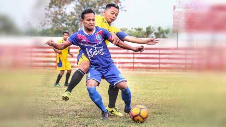 Penggemar sepak bola Pantura, terutama Jawa Tengah sangat familiar dengan penyerang bernama Agus Santiko. - INDOSPORT