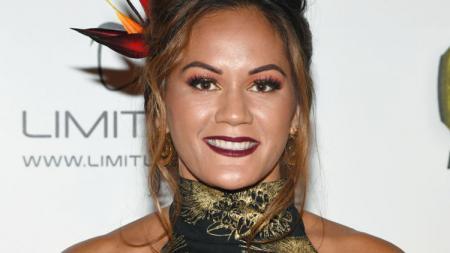 Petarung Mixed Martial Arts (MMA) wanita, Ilima-Lei Macfarlane melayangkan gugatan kepada pelatihnya sendiri usai menjadi korban pelecehan seksual saat remaja. - INDOSPORT