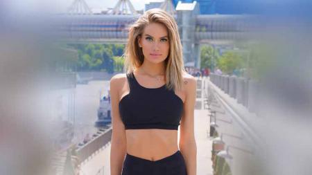 Euforia Piala Dunia 2018 lalu nampaknya masih terngiang-ngiang di kepala Anella Miller seorang model cantik yang sempat mengenakan busana super minim. - INDOSPORT