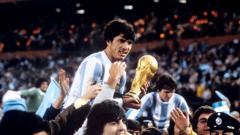 Indosport - Daniel Alberto Passarella, merupakan pemain sekaligus pelatih legendaris yang pernah dimiliki Argentina.