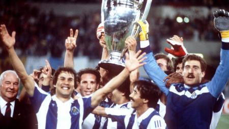 Rabah Madjer (depan kiri) saat juara Liga Champions. - INDOSPORT