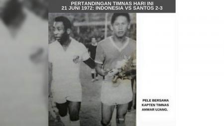 Anwar Ujang (kanan) bersama legenda Brasil dan Santos, Pele (kiri). - INDOSPORT