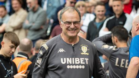 Marcelo Bielsa, pelatih sepak bola asal Argentina ini harus mengalami jatuh bangun terlebih dahulu, sampai akhirnya sukses membawa Leeds United promosi. - INDOSPORT
