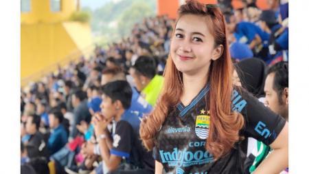 Alyulia Nur Azizah, Bobotoh Geulis yang Rajin Nonton Laga Persib. - INDOSPORT