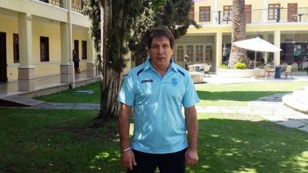 Pria asal Argentina bernama Luis Manuel Blanco merupakan eks pelatih Timnas Indonesia tersingkat yang kini berusaha sembuh dari virus corona (COVID-19). - INDOSPORT