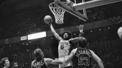 Indosport - Julius Erving, legenda basket NBA milik Brooklyn Nets dan Philadelphia 76ers.