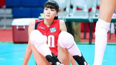 Atlet voli cantik asal Kazakhstan, Sabina Altynbekova, buka peluang berkarier di Indonesia - INDOSPORT