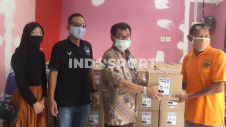 Pandemi virus corona membuat banyak masyarakat yang harus kehilangan pekerjaannya. Hal ini ternyata juga berdampak bagi tokoh sepak bola di Kota Semarang. - INDOSPORT