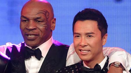 Legenda tinju, Mike Tyson dan aktor yang juga master Kung Fu, Donnie Yen. - INDOSPORT