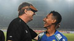 Indosport - Pelatih Persib Bandung, Robert Rene Alberts, menuturkan Vietnam dan Korea Selatan bisa dijadikan acuan bagi Indonesia untuk kembali menggelar kompetisi Liga 1 dan Liga 2 2020.