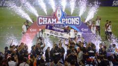 Indosport - Persab Brebes Jr merayakan gelar juara Piala Soeratin 2016.