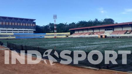 Di balik kisah indah Persipura Jayapura yang berhasil melangkah ke babak semifinal Liga Indonesia II 1995/1996 sempat menghadirkan sebuah catatan sejarah kelam di babak penyisihan klasemen Wilayah Timur di Stadion Mandala. - INDOSPORT