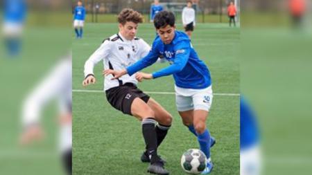 Xiamaro Thenu, pemain keturunan Maluku yang baru saja resmi gabung Vitesse Arnhem, ternyata bakal setim dengan Lewandwoski berdarah Jawa, Jim Croque. - INDOSPORT