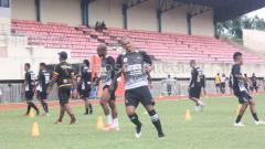 Indosport - Skuat Persipura Jayapura belum memiliki agenda untuk melakukan uji coba lapangan di Stadion Gajayana jelang bergulirnya kembali Liga 1 2020.