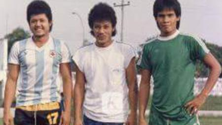 Legenda PSMS Medan, Zulkarnaen Lubis (tengah) dan Azwardin Lubis (kiri). - INDOSPORT