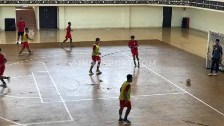 Tim futsal PON Papua ingin tetap berlatih meskipun perhelatan PON XX di Papua telah resmi ditunda. - INDOSPORT