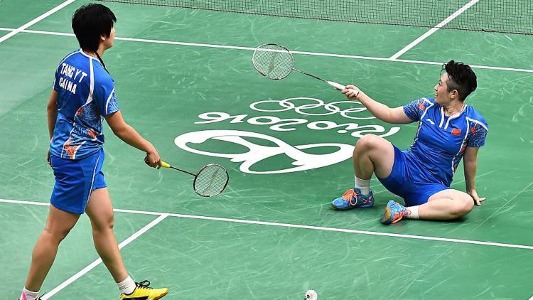 Yu Yang (kanan) bersama pasangannya, Tang Yuanting di Olimpiade Rio 2016 Copyright: Stringer/Anadolu Agency/Getty Images