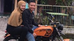 Indosport - Evan Dimas dan istrinya