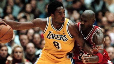 Dua pebasket legenda NBA, Kobe Bryant dan Michael Jordan. - INDOSPORT