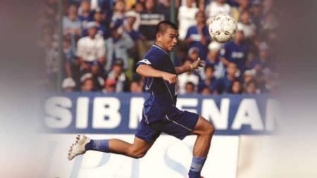 Mantan striker Persib Bandung, Imral Usman tidak bisa melupakan momen ketika mencetak tiga gol ke gawang Semen Padang pada kompetisi Liga Indonesia. - INDOSPORT