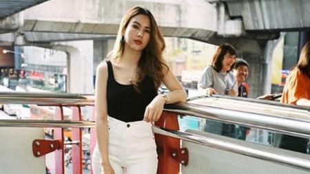 Pia Butsakorn, reporter yang juga kekasih penyerang Timnas Thailand, Supachai Jaided - INDOSPORT