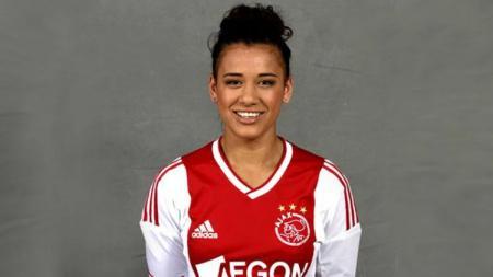 Berikut ini pemain sepak bola wanita yang ternyata memiliki garis keturunan Indonesia, tepatnya maluku dan bersinar di Eropa, yakni Carmen Manduapessy. - INDOSPORT