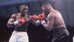 Indosport - Nama Buster Douglas mencuat usai menjadi penghancur Mike Tyson. Namun, kariernya di tinju profesional hancur karena Evander Holyfield.