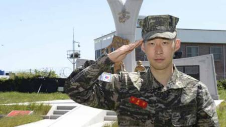 Pemain andalan klub Liga Inggris Tottenham Hotspur dan Timnas Korea Selatan, Son Heung-min, akhirnya selesai dalam menuntaskan tugas wajib militer. - INDOSPORT
