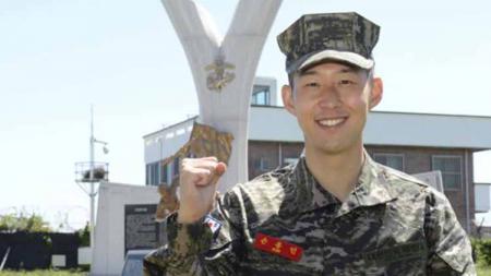 Pemain Klub Liga Inggris Tottenham Hotspur, Son Heung-min, jalani wajib militer di Korea Selatan. - INDOSPORT