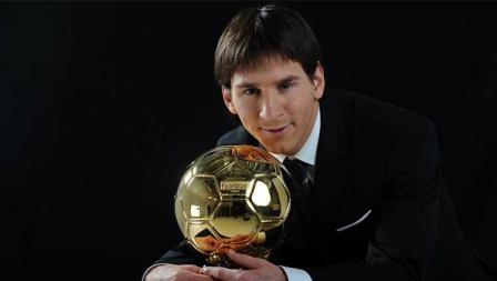 Tak cuma itu, Lionel Messi pun merasakan trofi individu Ballon d'Or. Kerap dibandingkan dengan Cristiano Ronaldo, ia telah meraih penghargaan prestisius itu sebanyak 6 kali: 2009, 2010, 2011, 2012, 2015, dan 2019.