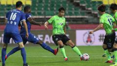 Indosport - Lee Dong-Gook di laga K-League antara Jeonbuk Hyundai Motors vs Suwon Samsung Bluewings.
