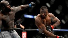 Indosport - Francis Ngannou kembali mampu memberikan kejutan usai berhasil mengalahkan lawannya, Jairzinho Rozenstruik di UFC 249