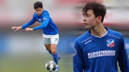 Dua bintang muda keturunan Indonesia berjuluk Lewandowski Jawa dan Messi Maluku, akhirnya resmi menjalani latihan perdana bersama klub Eredivisie Belanda, Vitesse Arnhem U-17. - INDOSPORT
