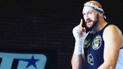 Indosport - Petinju asal Inggris, Tyson Fury, sukses menjadi petarung paling tajir di dunia mengalahkan Conor McGregor.